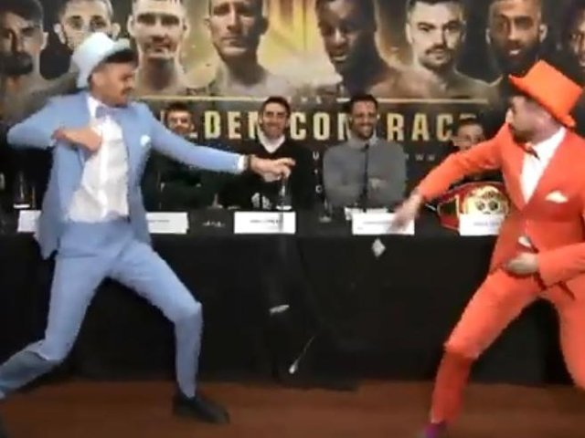 ben noto alta moda stili classici Boxers dressed as Dumb and Dumber characters have wand fight at ...