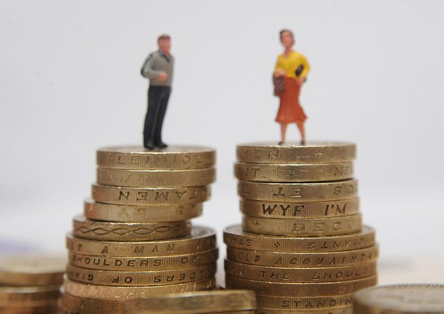 A reverse gender pay gap has existed in NI for 11 years, researchers have stated.
