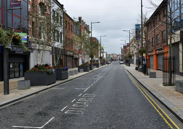 Monday 16th October 4pm, Derry in Lockdown: Deserted Strand Road. DER4117GS009