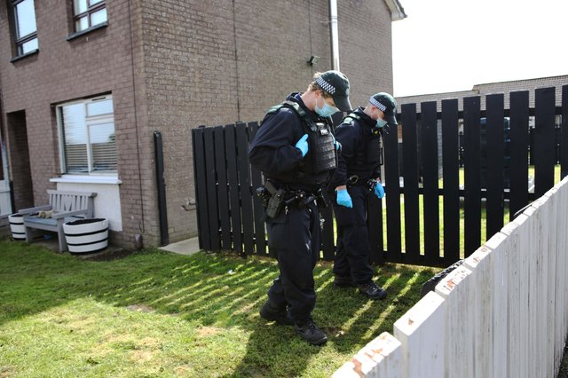 PSNI officers search the scene at last nights gun attack, Whitethorn Drive in Currynierin.  Picture by Lorcan Doherty /PressEye