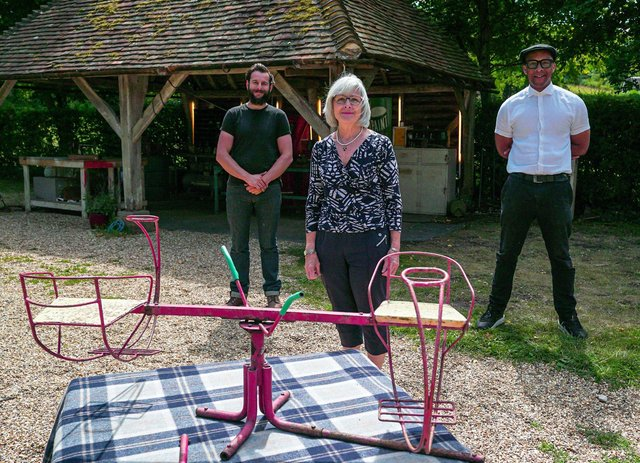 A special sit-on roundabout arrives with Stella Moore for Dominic Chinea and Jay Blades to repair