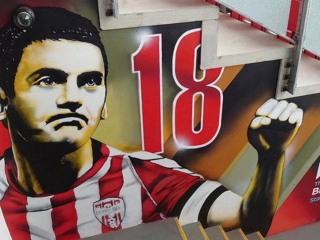 Ruaidhri Higgins hopes his attacking players can take inspiration from the new Mark Farren mural which adorns the wall outside the Derry City changing rooms at the Ryan McBride Brandywell Stadium.