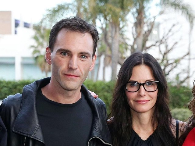 Johnny McDaid and Courtney Cox.