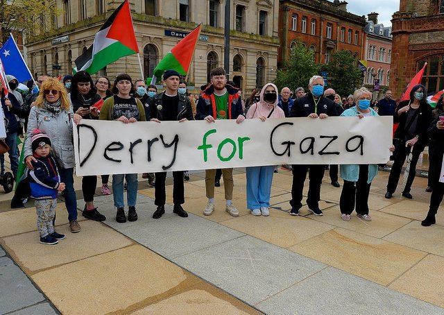 Hundreds of people gathered in Guildhall Square, on Saturday afternoon last, in solidarity with the people of Palestine. Photo: George Sweeney.  DER2119GS – 026