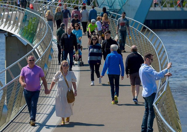 People get some exercise along the Peace Bridge on Sunday afternoon last. DER2120GS – 003