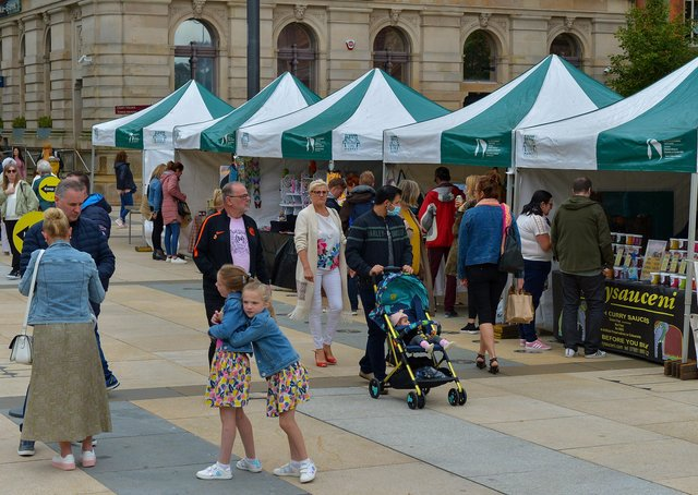 A previous Walled City Market in Guildhall Square.  DER2036GS – 016