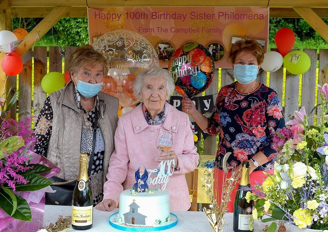 Sr. Philomena Donaghey who celebrated her 100th birthday at Nazareth House Fahan yesterday afternoon pictured with relatives.  DER2122GS – 054