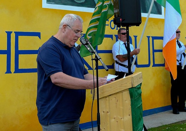 Independent Republican Richard O'Rawe speaking at the commemoration for the 1981 hunger strikers and the anniversary of Volunteers George McBrearty and Charles 'Pop' Maguire, held at Rathkeele Way on Sunday afternoon last.  DER2122GS - 009