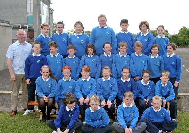 Mr Hegarty and his P7 leavers class at Termoncanice Primary School. Picture Inpresspics.com. 1706JM23