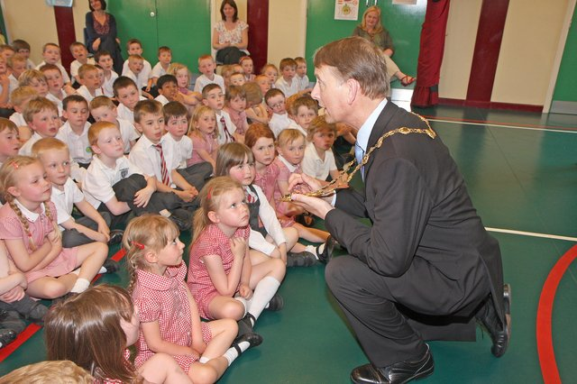 The Mayor Alderman Maurice Devenney, explains his chain of office to assembled pupils during his courtesy visit to Drumahoe primary school.
