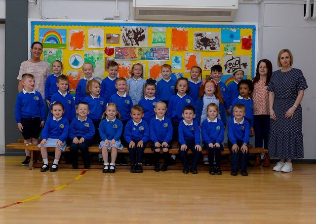 Mrs P. Loughran (on the right) pictured with her P1 class, St Paul's Primary School, Derry. Included in the photo are classroom assistants Mrs M. Carlin and Miss C. Doran. DER2122GS –  021