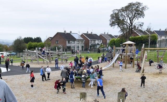 Strathfoyle Peoples Play Park. DER4117-114KM