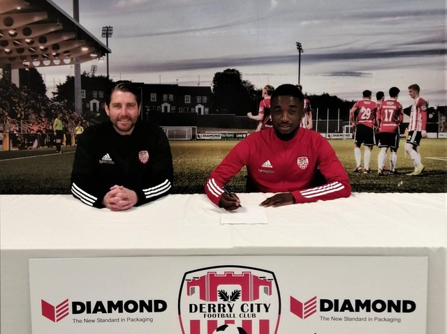 Junior Ogedi-Uzokwe pictured with Derry boss Ruaidhri Higgins as he completes his loan move from Dundalk